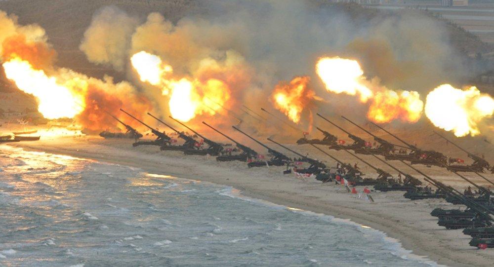 Pháo binh Bắc Hàn tập trận
