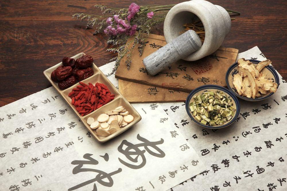 'Quân - Thần - Tá - Sứ' trong đơn thuốc Đông y thực chất là gì? (ảnh: Shutterstock)