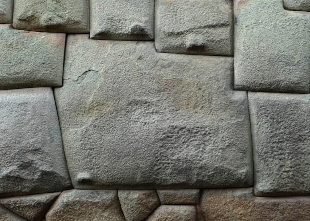 Di chỉ Saksaywaman, Peru: Người cổ đại biết cách làm mềm đá? Tảng đá 12 cạnh nổi tiếng ở Peru (ảnh: Shutterstock)