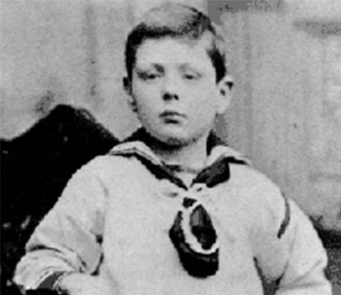 Cậu bé được cứu là con trai của một nhà thuộc tầng lớp quý tộc.