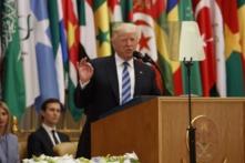 Tại trung tâm của thế giới Hồi giáo, Trump kêu gọi: Hãy tận diệt khủng bố Hồi giáo