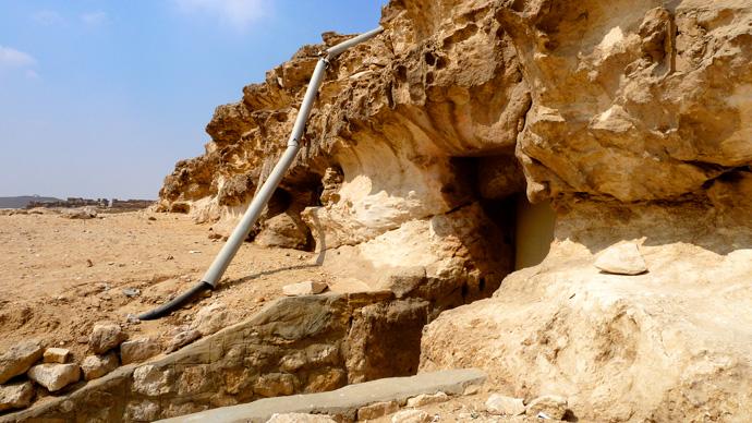 Xói mòn do nước và gió ở đềnMenkare(ảnh:gizaforhumanity.org)