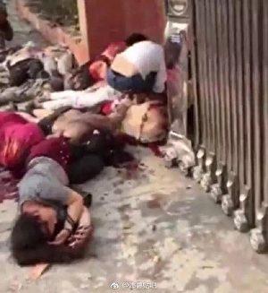 Hiện trường vụ nổ trước cửa trường mẫu giáo Sang Tân, Trung Quốc.