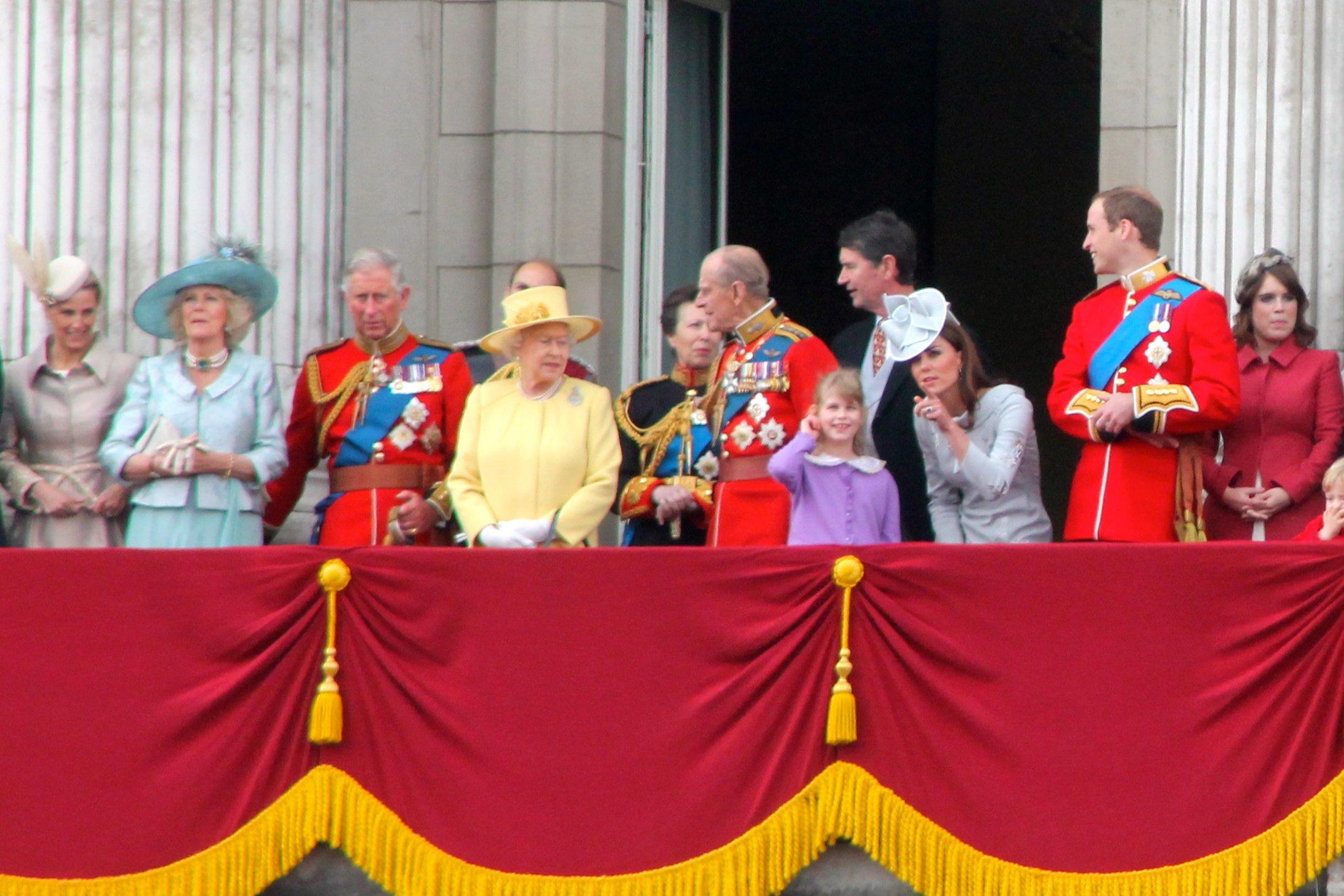 Các thành viên gia đình Hoàng gia Anh tại Cung điện Buckingham ở London (Nguồn: Wikipedia)