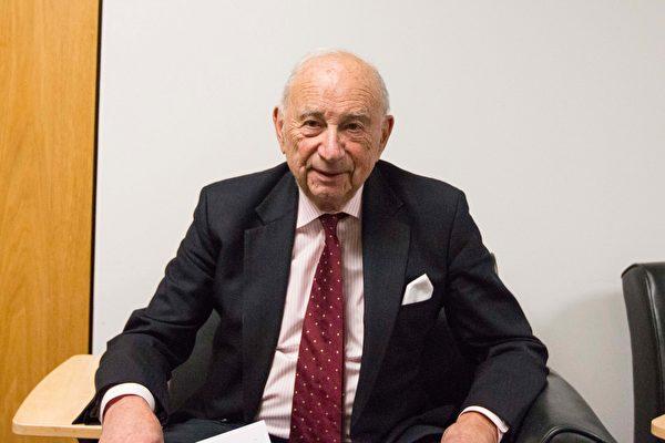 Ông Quentin Kopp, một thẩm phán đã về hưu thuộc toà án cấp cao Califonia, cũng là cựu thượng nghị sỹ California