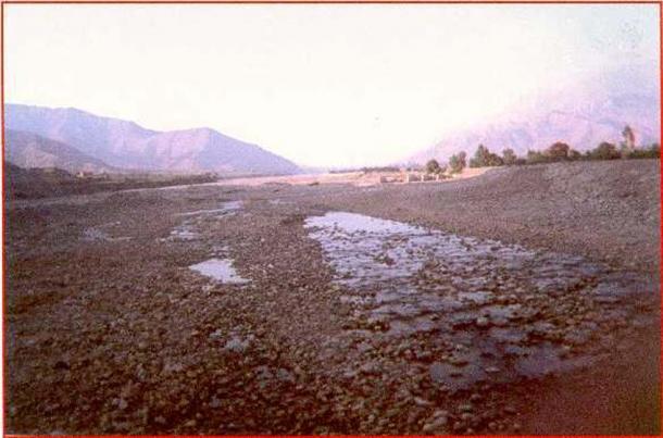 Dòng Rio Ica trong mùa khô cạn, 1999.