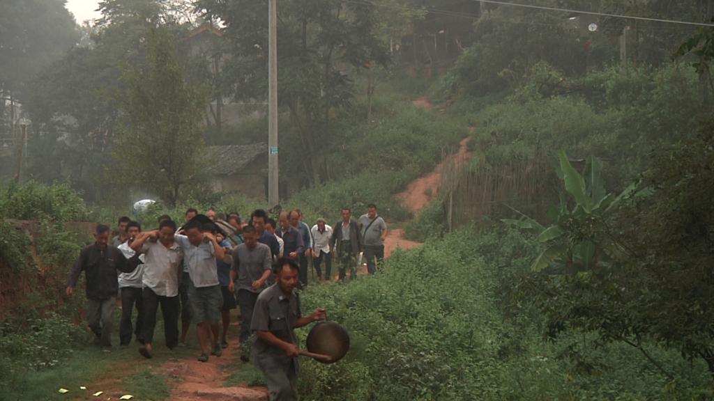 Đám tang của một công nhân nhà máy trẻ tuổi, Yi Long. (Ảnh của tổ chức Theo dõi Nhân quyền - Human Rights Watch)