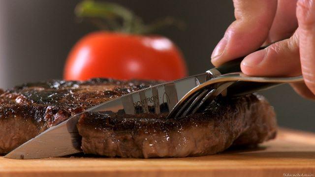 Dao cắt món bít tết. (Ảnh qua guanchaoge)