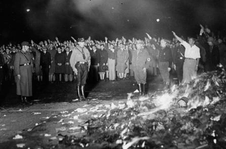 Phong trào đốt sách của Đức Quốc Xã và phá tứ cựu của Trung Quốc