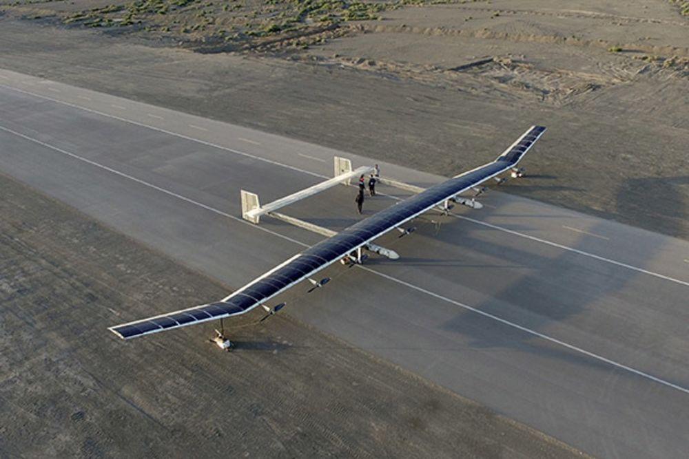 Tuy chiều ngang lên đến 40m, chiếc máy bay CH-T4 chỉ nặng có 400kg khi đầy tải. (ảnh: China Daily)