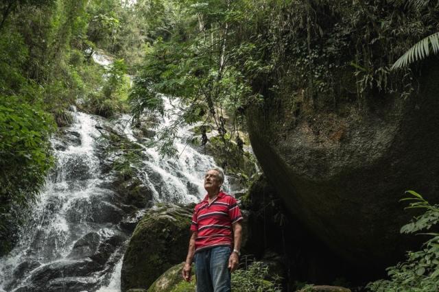 cứu rừng, trồng rừng trong suốt 40 năm, tái sinh một khu vực đã bị chặt phá để chăn thả gia súc. (Ảnh: Tommaso Protti/ Theguardian.com)
