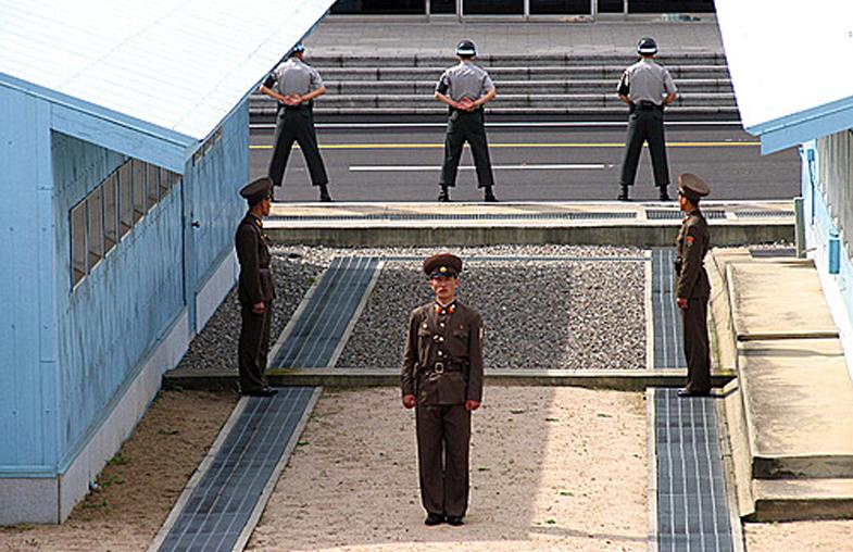 Giới tuyến phi quân sự DMZ giữa Triều Tiên và Hàn Quốc.
