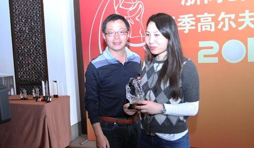 Bà Tôn Thiện đạt giải ba cuộc thi golf năm 2012
