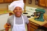 Cậu bé 8 tuổi mở tiệm bánh để mua nhà cho mẹ