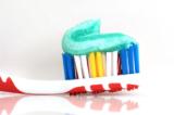 Bệnh răng miệng ngày một nhiều, lý do có thể nằm ngay trong kem đánh răng