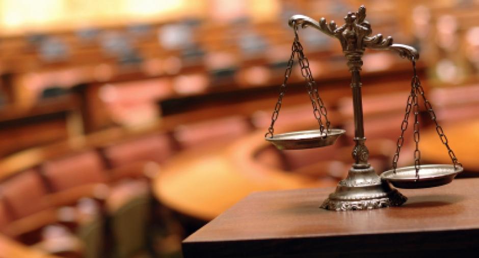 Uỷ ban thường vụ Quốc hội cho rằng về nguyên tắc, người bào chữa có nghĩa vụ bình đẳng như mọi công dân khác trong việc tố giác tội phạm. (Ảnh minh họa: iStockphoto))