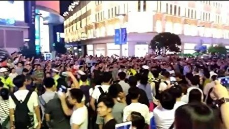 Cảnh biểu tình ở Thượng Hải.