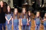 Mặc kệ bị cười nhạo, 6 anh em trai cùng mẹ để tóc dài và quyên tặng 5m tóc