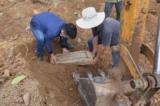 Xác minh tấm bia đá tại khu vực lăng mộ bị san ủi làm bãi đỗ xe