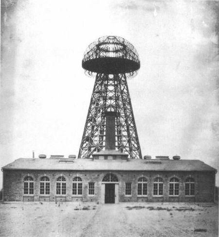 Hình ảnh của tháp Wardenclyffe năm 1904 tại đảo Long Island, NewYork (ảnh: wikipedia.org)