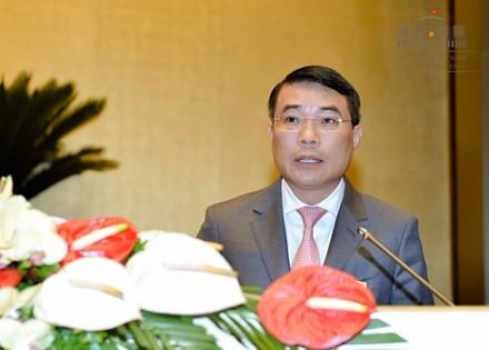 (Thống đốc ngân hàng, ông Lê Minh Hưng phát biểu trong phiên họp Quốc hội khoá XIV. Ảnh: quochoi.vn)
