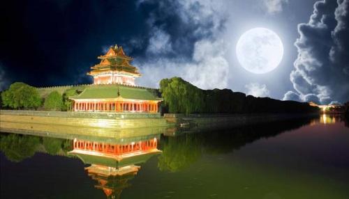 Một goác của Tử Cấm thành trong đêm. (Ảnh từ lotuspro.net)