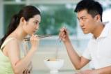 Vì sao nhiều cuộc hôn nhân đều kết thúc trên bàn ăn