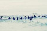 80 người đi biển nắm tay nhau chắn sóng cứu người gặp nạn