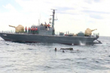 """Hy hữu: Hải quân Sri Lanka giải cứu một chú voi đang """"bơi giữa biển"""""""