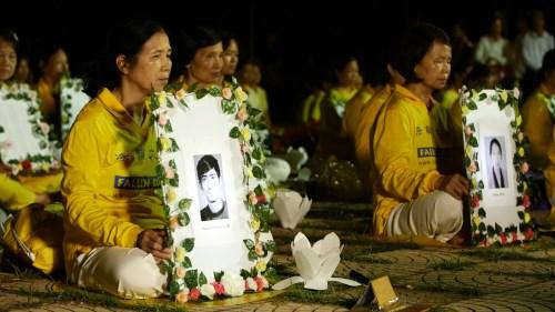 Ánh nến tưởng niệm các nạn nhân thiệt mạng trong cuộc đàn áp Pháp Luân Công thắp sáng toàn thế giới