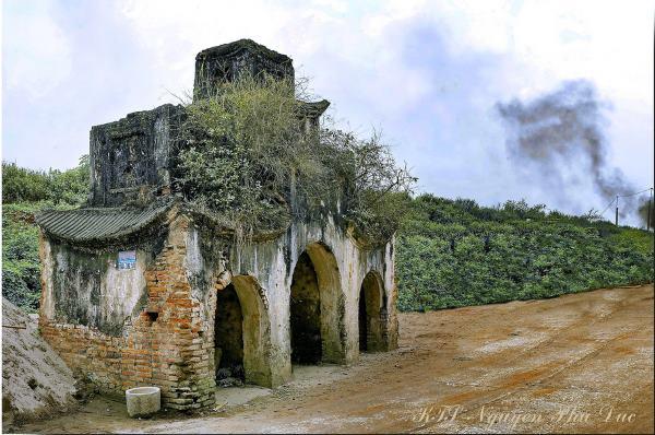 Cổng làng quê xưa (Ảnh)