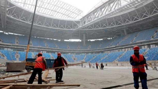 Lao động Bắc Triều Tiên tham gia xây dựng một sân vận động bóng đá ở St. Petersburg, Nga