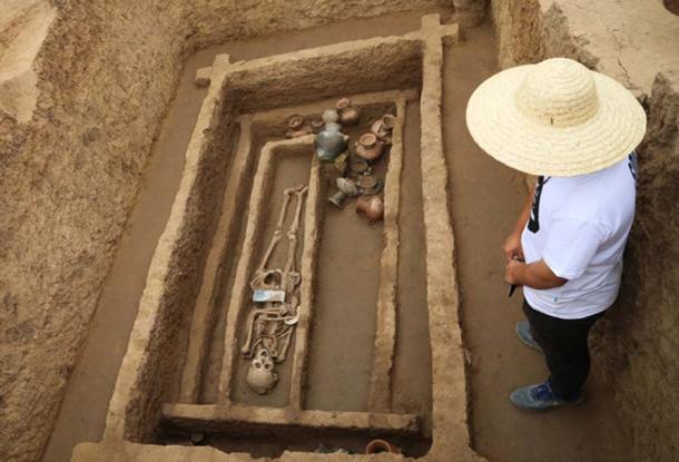 """Một ngôi mộ tại di chỉ ở Tế Nam, Sơn Đông nơi bộ xương của những người """"cao và khỏe một cách khác thường"""" đã được tìm thấy. (ảnh: Jiang Li/Nhật Báo Nhân Dân)"""