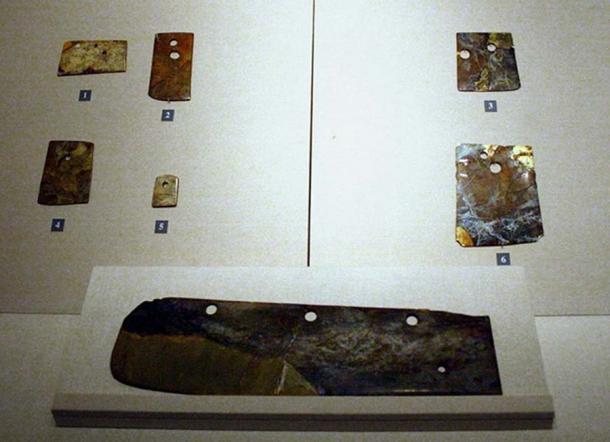 Đồ ngọc được tìm thấy, thuộc nền văn hóa Long Sơn, hiện đang được trưng bày tại bảo tàng Sơn Đông