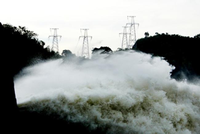 Image result for xả nước đập thuỷ điện là trôi nhà cửa mùa màng của dân