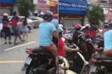 Đồng Nai: Nam thanh niên dùng MBH đánh vào đầu cô gái sau va chạm giao thông