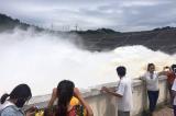 Thủy điện Hòa Bình đóng 1 cửa xả lũ