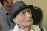 Người đàn ông may mắn sống sót sau cuộc diệt chủng của Đức Quốc xã vừa qua đời ở tuổi 113