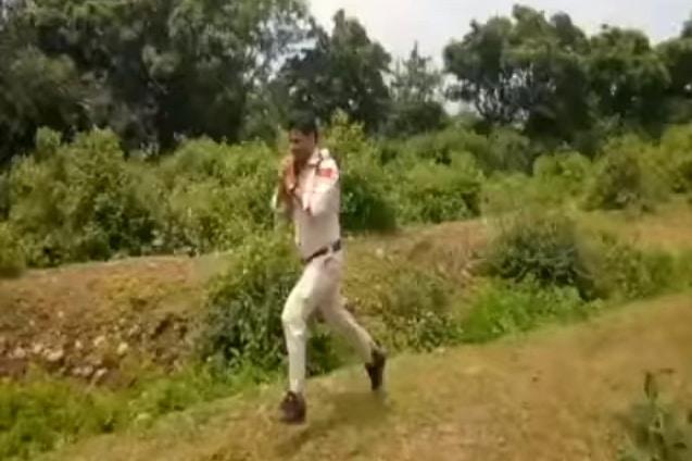 cảnh sát Ấn Độ, cảnh sát Ấn Độ ôm quả bom