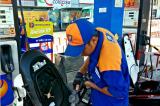 Giá xăng tăng thêm gần 600 đồng/lít