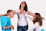 """Cha mẹ đừng làm """"quan tòa đáng sợ"""" khi xử lý mâu thuẫn giữa các con"""