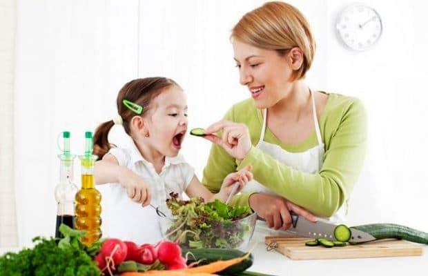 Làm cách nào để con bạn thích ăn rau quả?