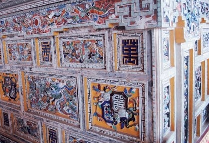 Khảm sành sứ Huế: Nghệ thuật đặc sắc triều Nguyễn