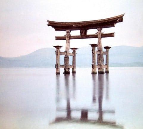 Những cánh cổng đền thiêng liêng ở xứ sở mặt trời mọc