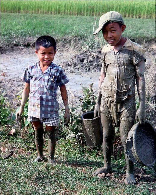 Những bức ảnh màu về làng quê Việt xưa