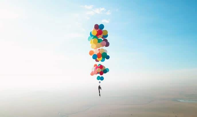 bay lên trời bằng bong bóng