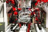 Elon Musk tung video nhà máy lắp ráp xe điện Model 3 dùng toàn robot tự động