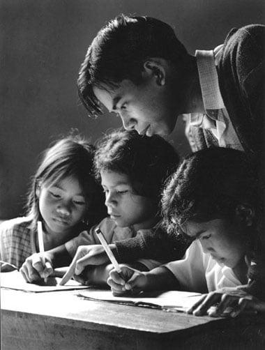 Trong xã hội chúng ta, thầy giáo và cô giáo chính là những người bị ngược đãi nhất