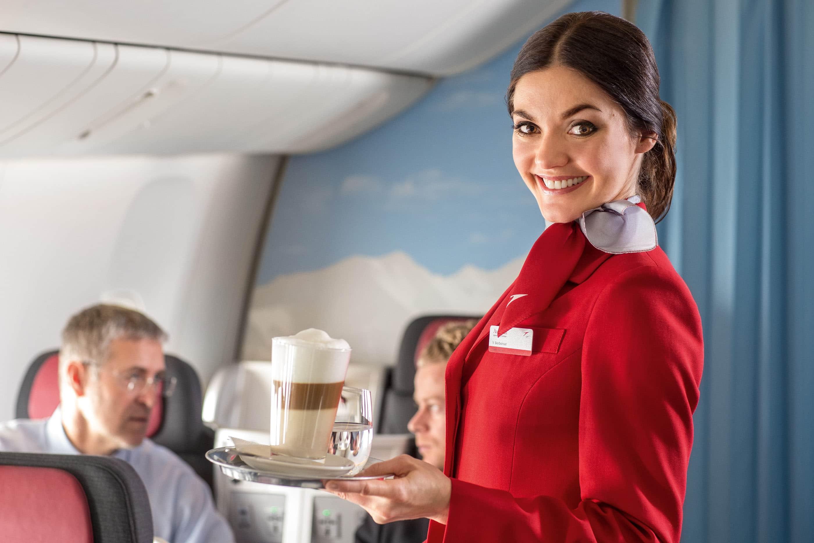 Vì sao tốt nhất là đừng uống cà phê trên máy bay?