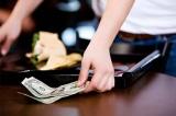 Tiền tip trong xã hội Mỹ: Quy tắc ngầm bạn nên biết